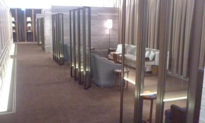 葬儀葬祭経営コンサルタント中西正人(葬祭施設の待合室)