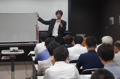 葬儀葬祭業経営コンサルタント中西正人(ホワイトボードと講演)